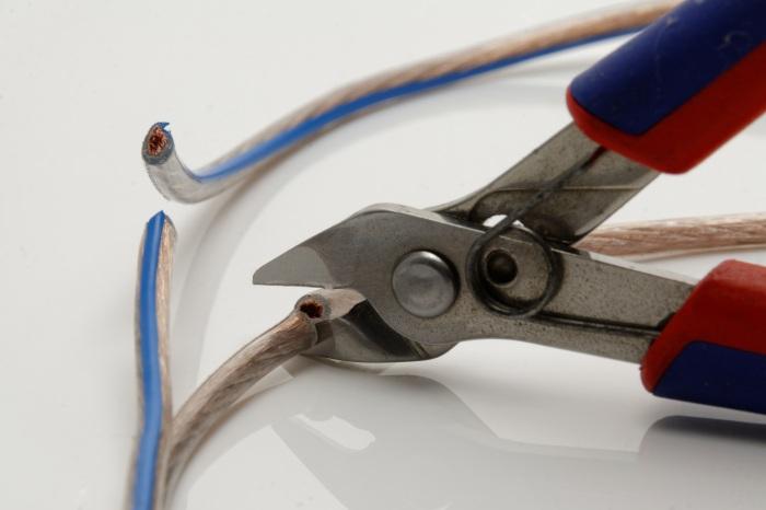pliers-1031982