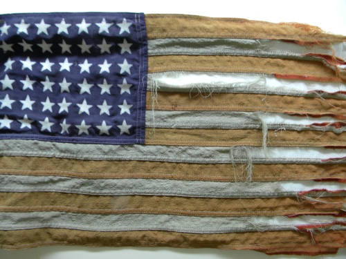 tattered-flag-432580