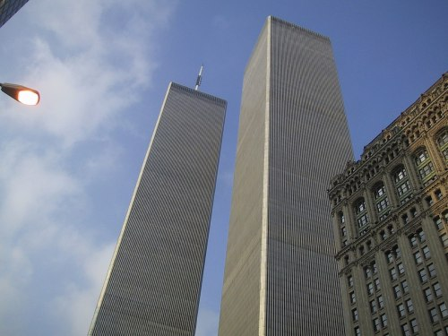 1200px-The_World_Trade_Center_in_New_York_City,_July_28,_2000