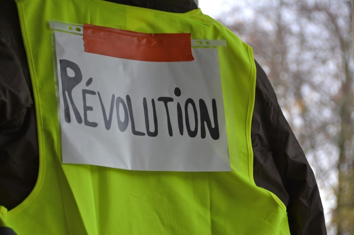 yellow-vests-3854259_1920